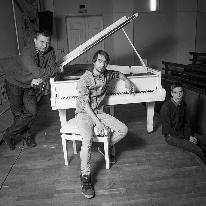 Настройщики пианино