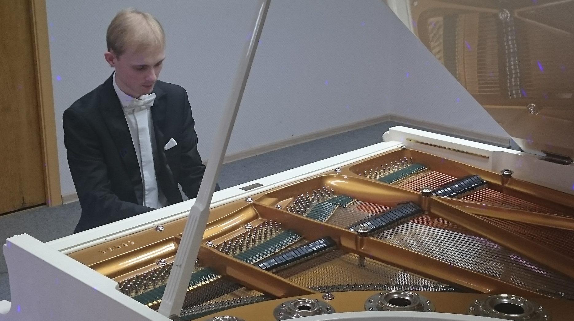 Пианист Андрей Дубов